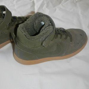 Nike Court Borough green kids size 13C